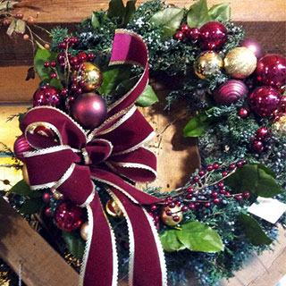 Beautiful Seasonal decor including Christmas Gifts and Fall Decor!